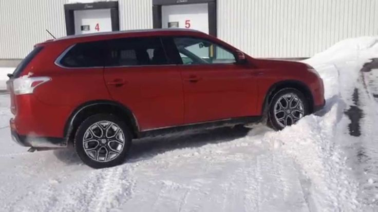 2015 Mitsubishi Outlander Gt 3.0 V6 S-Awc diagonal test on ice and snow