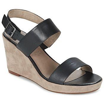 Dit seizoen kies je voor open schoenen van Tamaris! Van dit model in de kleur zwart word je heel vrolijk! Het merk heeft weer een prachtige creatie op zijn naam staan, de Tere. Deze leren open schoen is voorzien van een synthetische zool. Je kunt de verleiding van deze comfortabele schoenen met textielen binnenvoering en synthetische binnenzool niet weerstaan! Zo toon je wat mode is! - Kleur : Zwart - Schoenen Dames € 69,95