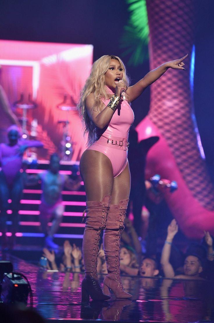 Nicki Minaj performing at the 2016 VMA awards