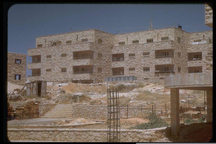 "New apartment building in Jerusalem, July 1950. Katcoff collection.  בתי ביברמן שבין רח' איתמר בן אבי לרחוב הפלמ""ח אוסף קטקוף"