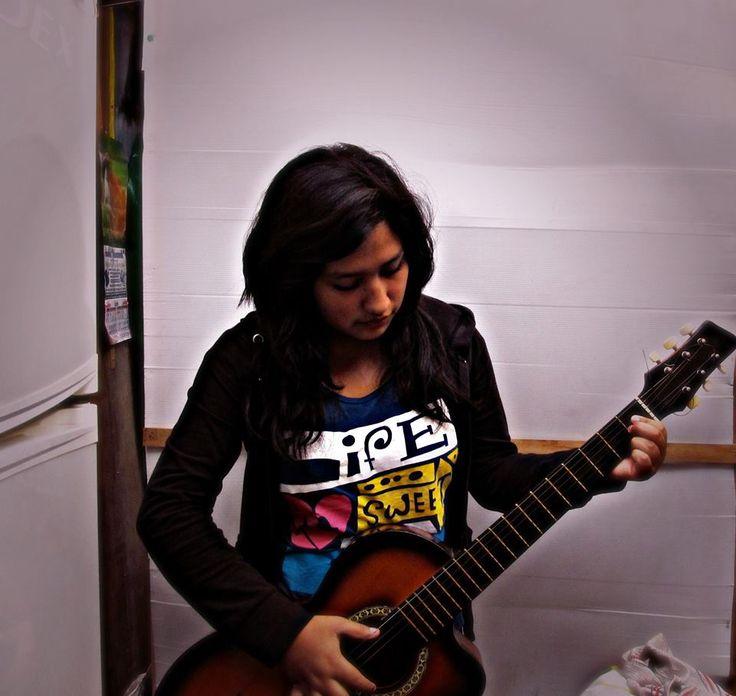 Mi objetivo no es ser la mejor guitarrista si no es Ser La mejor Yo  Misma! :)
