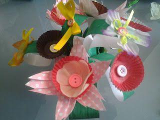 Un vasetto di fiori di carta