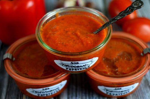 Sos pomidorowy z papryką do słoików na zimę