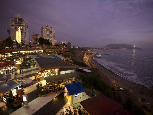 Malecón Cisneros | Miraflores | Lima, Perú ||| photo by Richard Olsenius