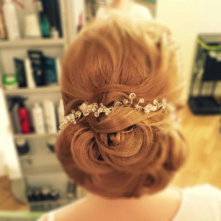 PRINCESS - un coc elegant pentru o mireasa-printesa by Sorin Stratulat. #bun #wedding #hairstyle