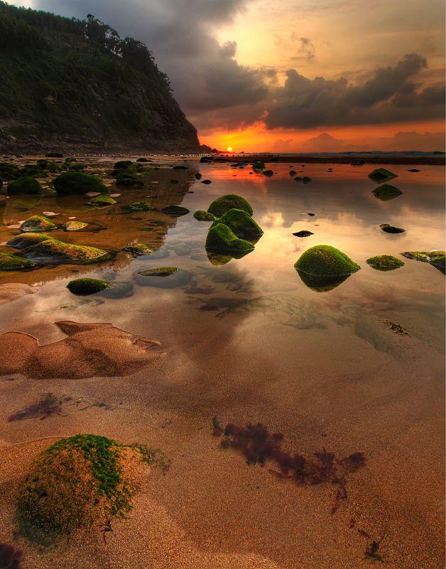 Playa España  (Playa Espana in Quintes, Asturias, Spain)  by   Eloy García