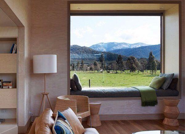 Банкетка у окна - незаменимый элемент интерьера загородного дома. Она предоставляет возможность наслаждаться пейзажем даже в самые холодные дни года, уютно расположившись под теплым пледом. #гостиная #дизайн #интерьер #вид #минимализм #design #interior #view #livingroom #minimalism