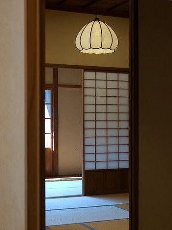 大きなお部屋に一つの大きな灯り。 日本のお家はこんな光景、よく目にしますよね。
