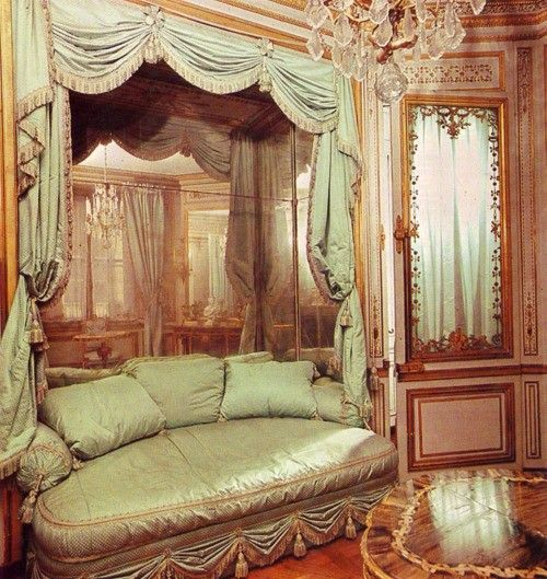 17 best images about victorian settee 39 s loveseats sofa 39 s for French inspired bedroom