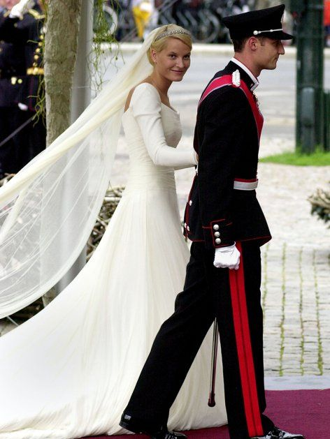 246 best WGowns images on Pinterest | Royal weddings, Royal brides ...
