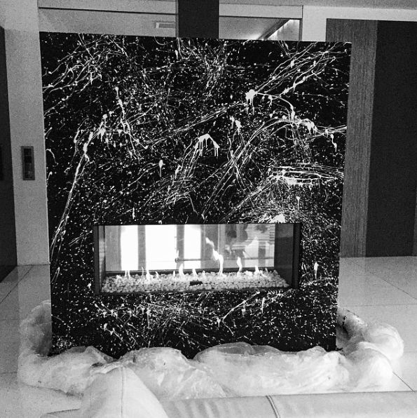 Design plynového krbu ve stylu Pollocka do mederního domu. (2015)