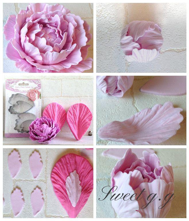 *芍薬の作り方* シュガーやクレイで。 最初に小さな玉を作り 花びらを重ねながら貼っていきます。型抜後、フチを薄くした花びらをシリコンモールドで挟みます。花びらの中央にくぼみをつけながら包み込むように貼ってできあがりです。 #シュガークラフト #クレイクラフト #ピオニー #シャクヤク