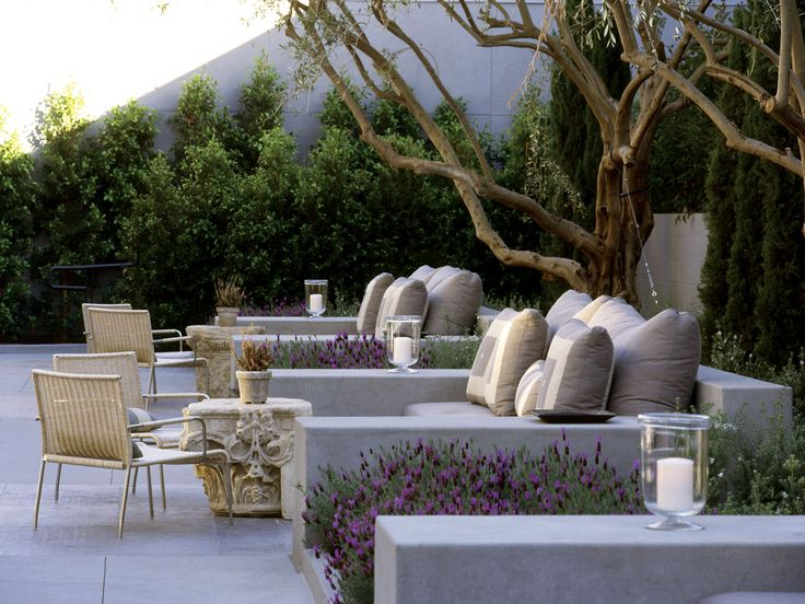 contemporary rendered wall seating area - Luxe Hotel Sunset Boulevard – EPTDESIGN