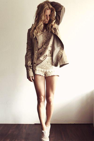 Camel-mango-coat-nude-zara-shorts-tan-j-l-jumper_400