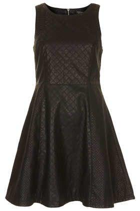 comme dirait le Beaugarte, «plutôt chic, un peu rebelle» Quilted Panelled Skater Dress