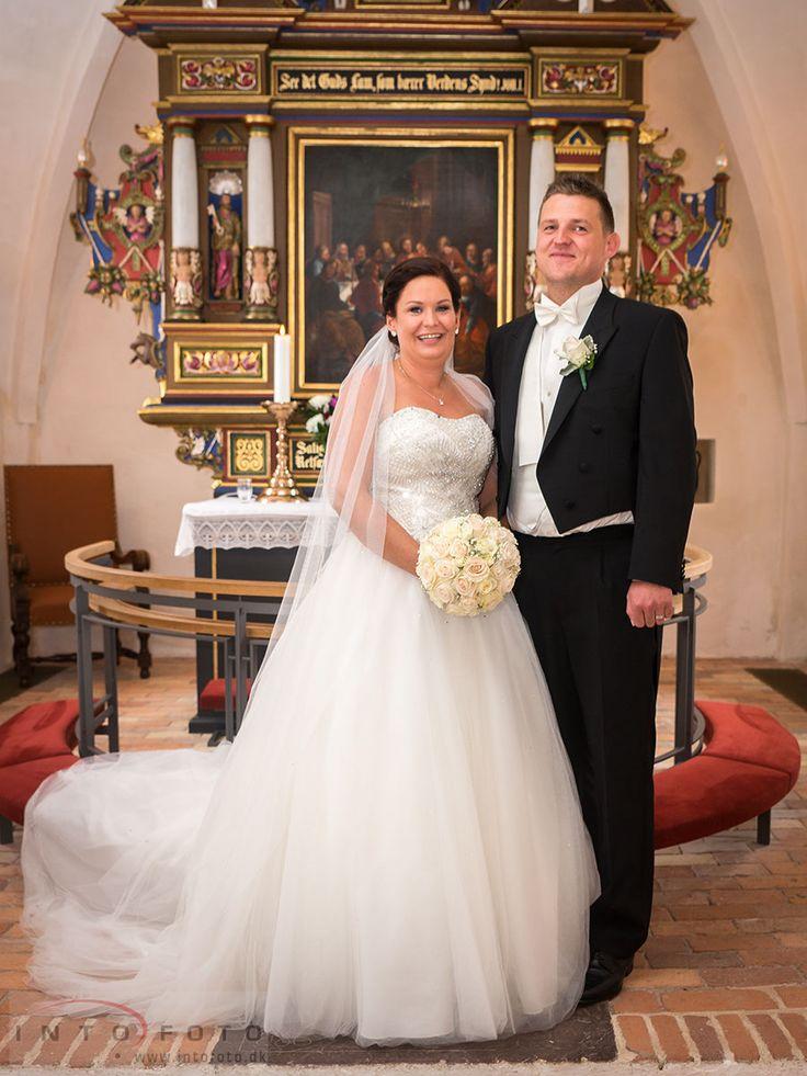 Det formelle billede #Bryllup #Wedding #Bryllupsfotograf #Intofoto #Bryllupsfoto #Bryllupsfotografering #Hillerød #Nordsjælland #Vielse #Brudepar #Lille Lyngby Kirke