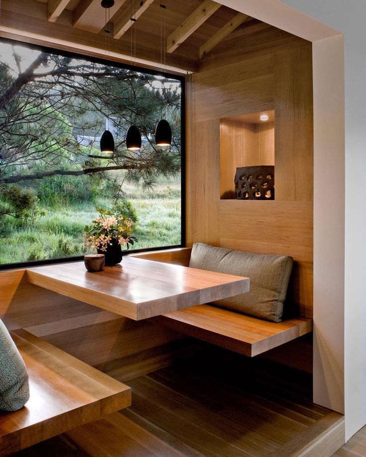 This North Californian home features a modern cedar breakfast nook inspired by Japanese simplicity. Designed by Turnbull Griffin Haesloop. by roomporn