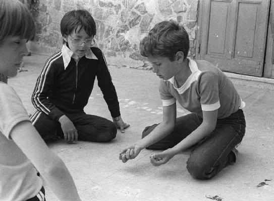 """di Ida Busico Chi di voi ricorda quel gioco che chiamavamo """"a """"Vriccia' """"?"""