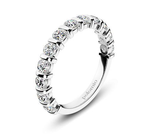 ZÁSNUBNÍ PRSTEN EDINBURGH Polomio Jewellery. Tenká linka plná třpytivých kamínků……takový prsten rozzáří každou ruku. Buď sám o sobě, nebo jako zásnubní prsten, ke kterému se později přidá snubní kroužek……..anebo právě jako snubní prsten k zásnubnímu prstenu s jedním kamenem. Které využití bude pro Vás to pravé? Zásnubní prsten je možné obědnat v červené, růžové, bílé a žluté barvě zlata. Zásnubní prsteny jsou osazeny zirkony, brilianty, nebo moisanity.