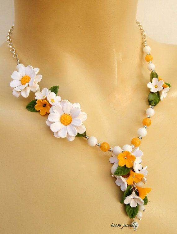 Daisy jewelry  Green white  Flower necklace  by insoujewelry