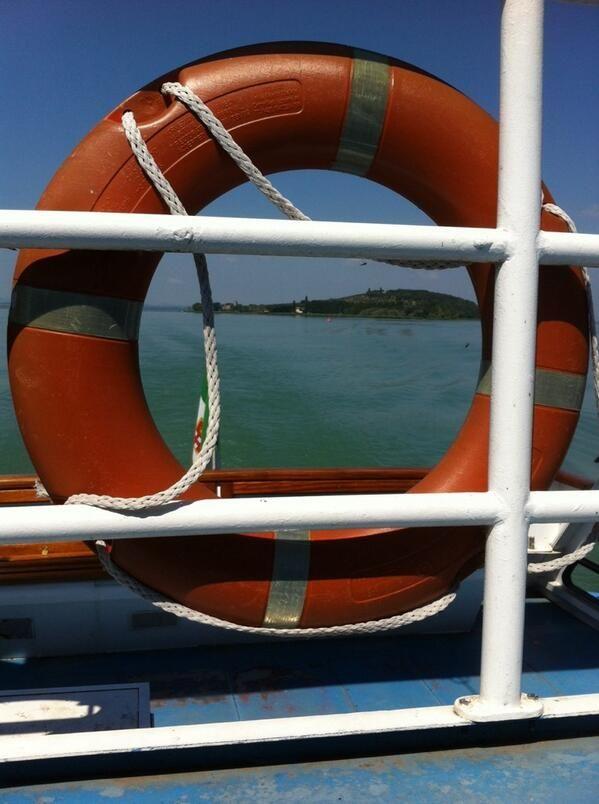 Continua il viaggio eco-friendly #AlTrasimeno. Oggi in traghetto all'Isola Polvese, riserva naturale. foto di @UmbriaTourism