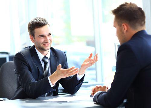 Beim Vorstellungsgespräch sagt der Personaler Ihnen die Stelle zu. Aber dann hören Sie nichts mehr von ihm. Ist die mündliche Jobzusage bindend?