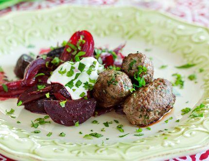 Lamm och rödbetor är en fin kombination. Satsa på svenskt lamm och svenska rötter - gärna från Öland eller Gotland!