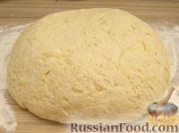 Фото к рецепту: Тесто на дрожжах для пирожков, пышек и пончиков, жаренных во фритюре