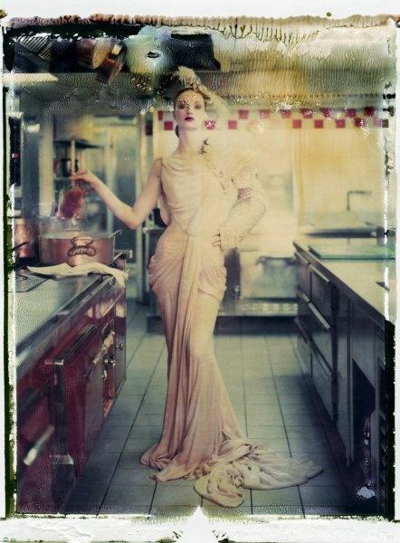 Polaroid eines Entwurfs von Dior: Naundorf nimmt das branchenübliche...