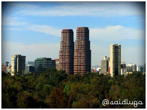 Residencial del Bosque 2: Conocida también como Torres Gemelas Polanco, debido a que tiene un torre gemela, son una de las Torres más conocidas en la Ciudad de México debido a la forma de su construcción. Cuenta con 20 amortiguadores sísmicos. A sus pies está el Bosque de Chapultepec y se encuentra muy cerca del edificio corporativo de la Coca Cola. Se le considera uno de los rascacielos más seguros de Polanco junto con Residencial del Bosque 1 (Torre gemela 1), Presidente InterContinental…