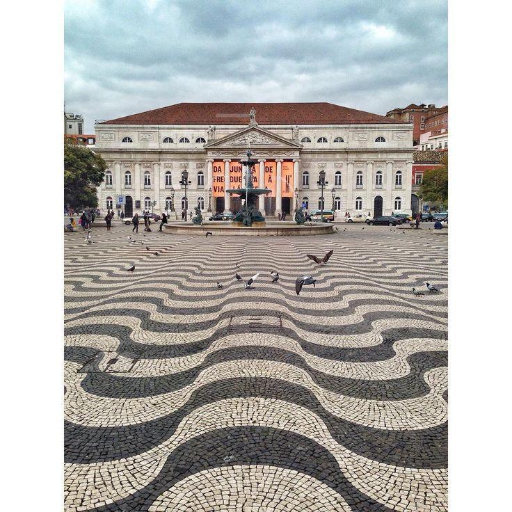 #Lisbon #lisboa #pracadompedroiv #calcada #teatrodonamaria #snapseed #iphone #iphonecamera