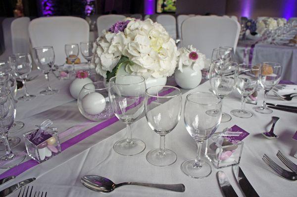 Le 24 aoùt dernier, nous avons réalisé pour le compte de Lyloo et Maloé, de belles compositions florales à base d'hortensias, une décoration toute en élégance. Ils souhaitaient une décoration douce...