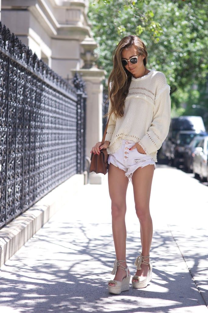 If you're on the hunt for a few no-fail, chicSummer looks, then Arielle Charnas of the New York-based style blog,Something Navy will get you to your stylegoals.Here, she shows you five chic,trendy, and comfyoutfits that fit right into the hot season.