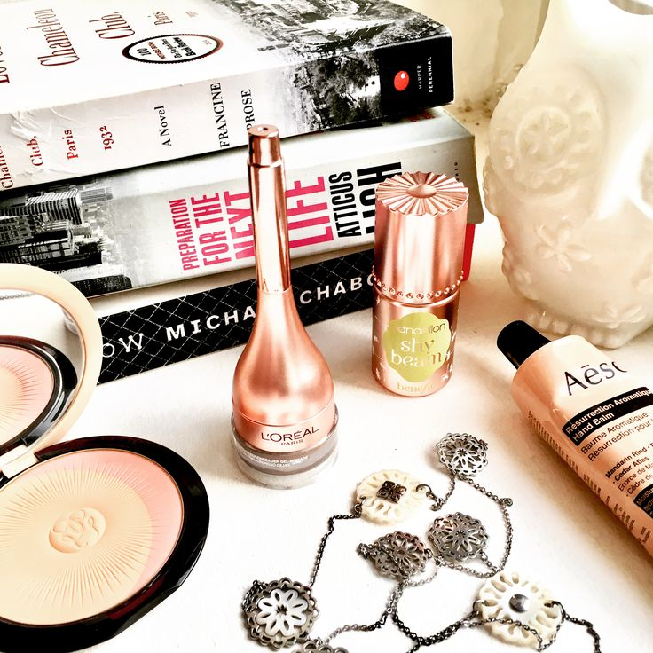 Just how pretty this is?! I'm such a sucker for packaging. #makeup #packaging #beauty #powder #glamlife #vanity