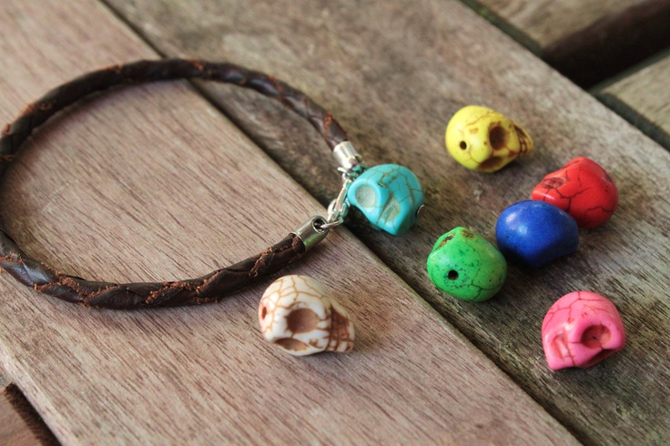 Black Leather Skull Bracelet €7,95 via Etsy