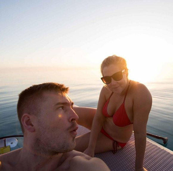 Amy Schumer boyfriend bikini pic - Justin Timberlake teases new music with a Little Big Town pic, plus more news