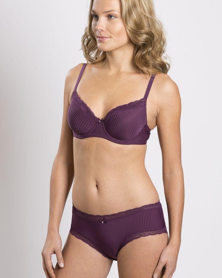 Laila in dark purple