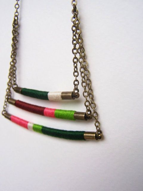 colgante collar hilos de colores