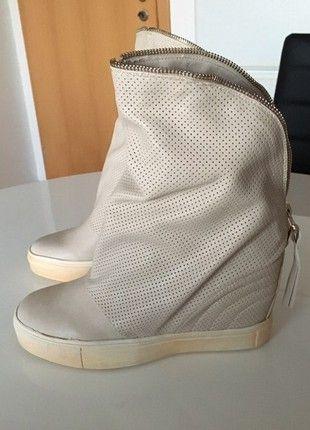 Nové stylové boty na klínu