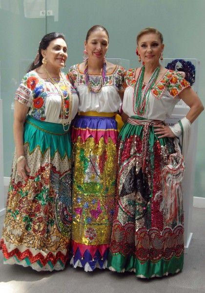 Trajes de China Poblana ~ De acuerdo con la cultura mexicana, el término de china poblana se refiere al traje nacional que las mujeres de la República Mexicana utilizan, propio de algunas zonas urbanas en el centro y sureste del país.