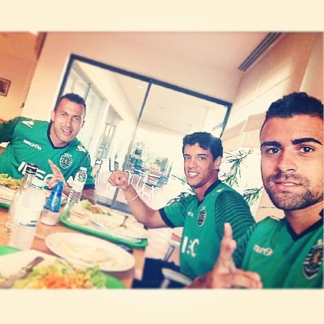 Mais um momento que mostra a união da equipa. É muito bom ver este espírito de equipa! #sporting #SportingClubePortugal #sportingfans #Jefferson #DiogoSalomao #Mauricio