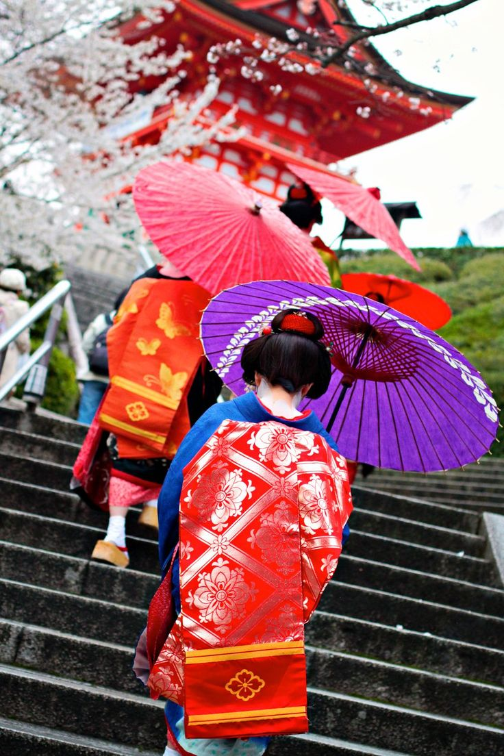 In Japan, it is common to wear yukata and kimono.