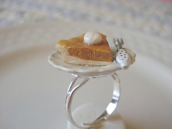 More food jewellery - pumpkin pie on a ring! This can only end accidentally in my belly!