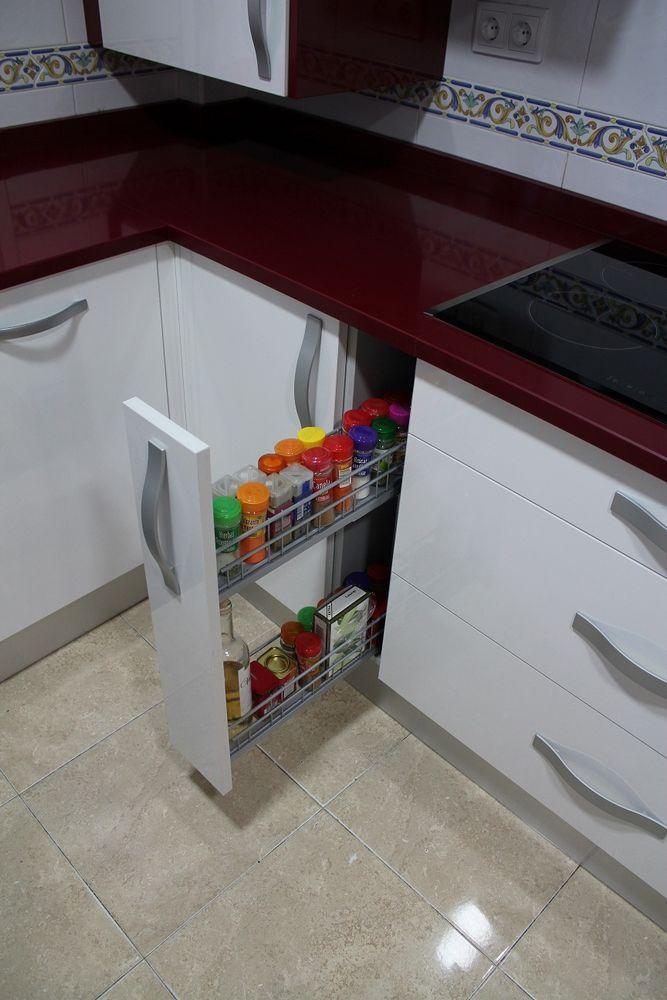 #cocinas Diseño de cocinas en Valdemoro cocina moderna modelo Lugo burdeos con blanco silestone wine