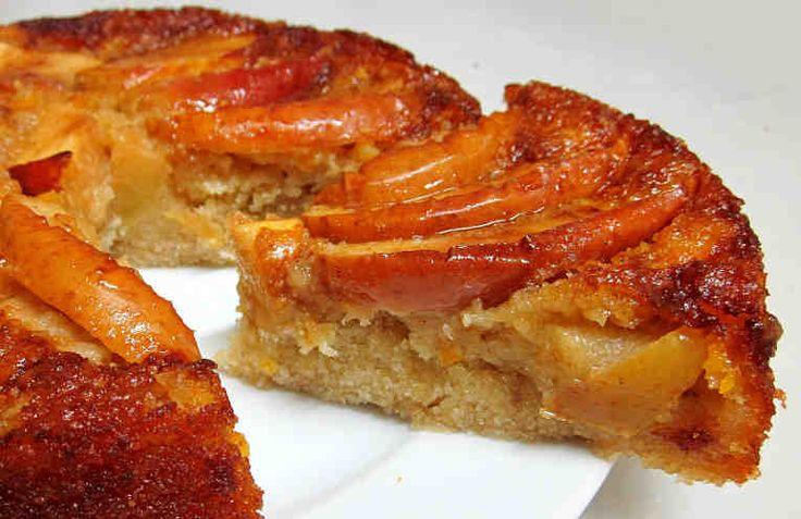 ¿Alguna vez has pensado en hacer una tarta de manzana invertida? A nosotros nos pareció una idea muy útil para aquellos que no disponen de horno, ya que este postre de manzana fácil se cocina en la sartén. Ingredientes: + 2 huevos, + 1 manzana grande, + 40 gr. de azúcar, + 80 gr. de harin