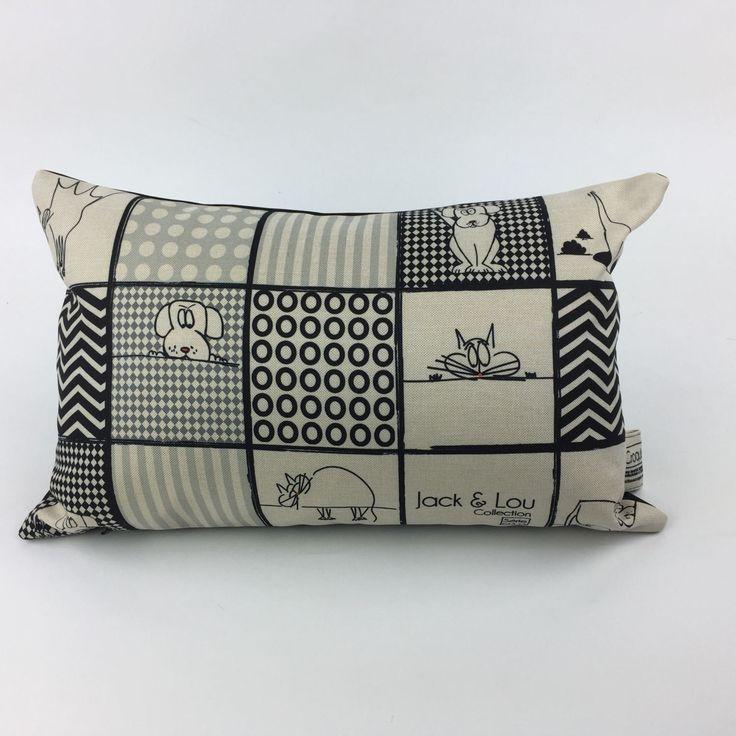 Le chouchou de ma boutique https://www.etsy.com/ca-fr/listing/517792569/coussin-decoratif-coussin-chat-et