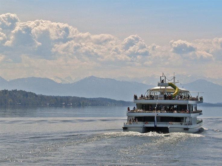 Schifffahrt auf dem Starnberger See in Oberbayern / Boat cruises on Lake Starnberg in Upper Bavaria