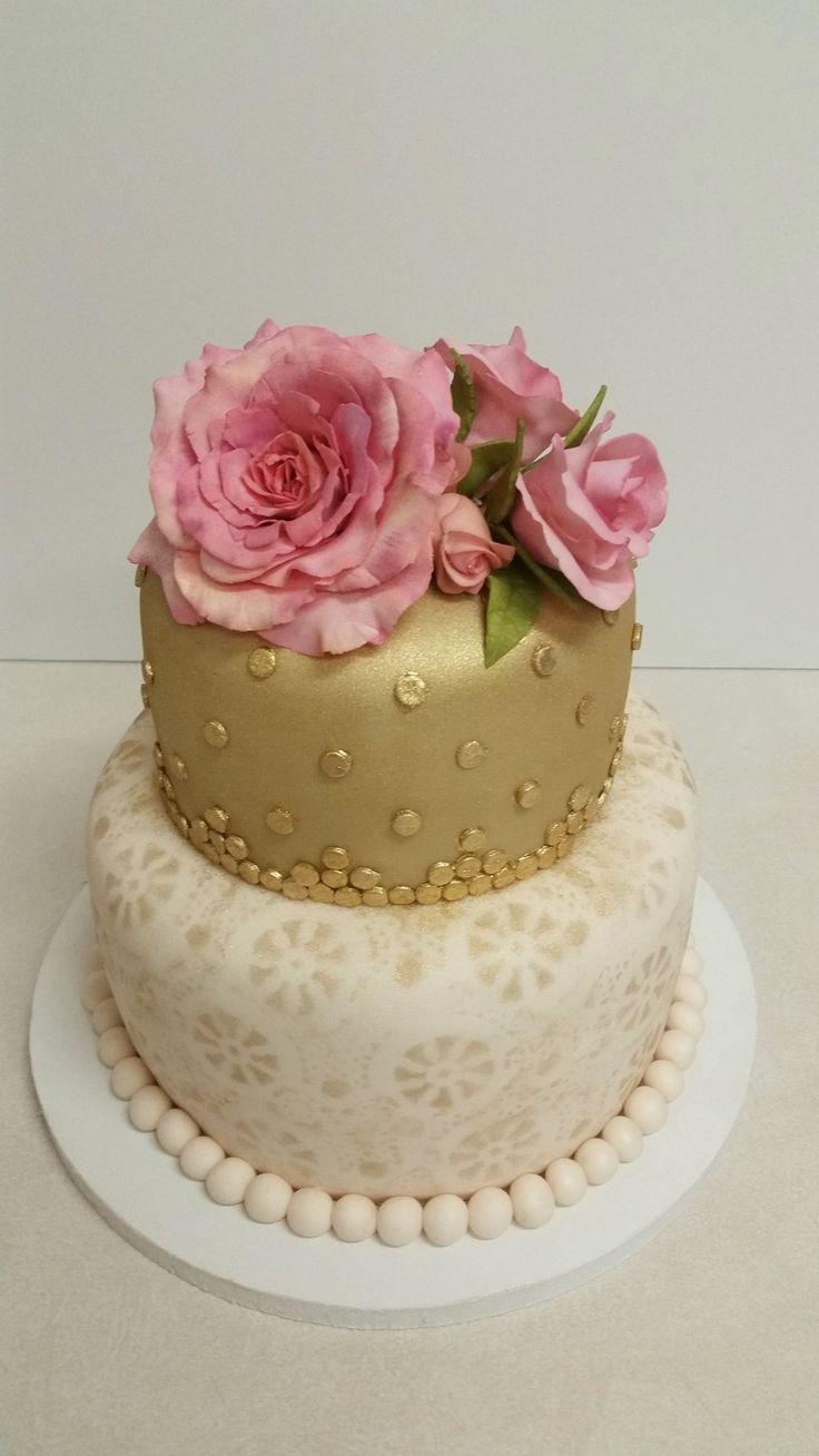 Sugar roses birthday cake