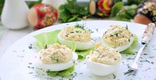 Фаршированные яйца (с печенью трески)
