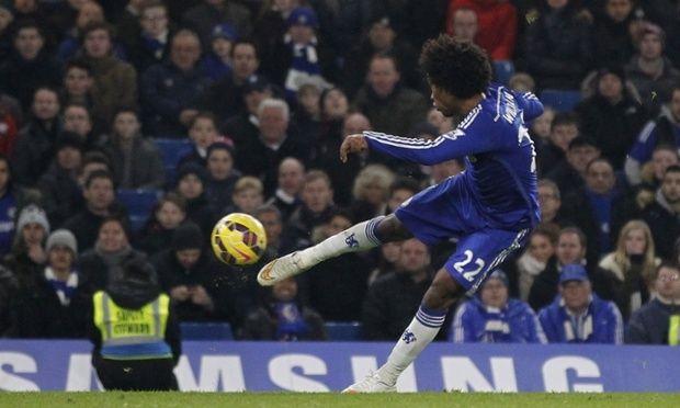 Willian fires in Chelsea's winner over Everton